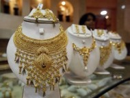Gold Trade in India Thrives on Uncontrollable Demand