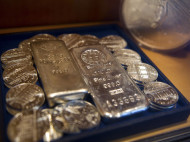 Rush to Physical Silver Indicates System is On the Verge of Economic Collapse