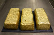 Gold Retreats as US Fed Members Turn Hawkish in Rate Hikes