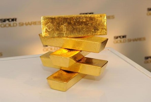 Who Will Decide the Fate of Gold ETFs? The Fed or Donald Trump