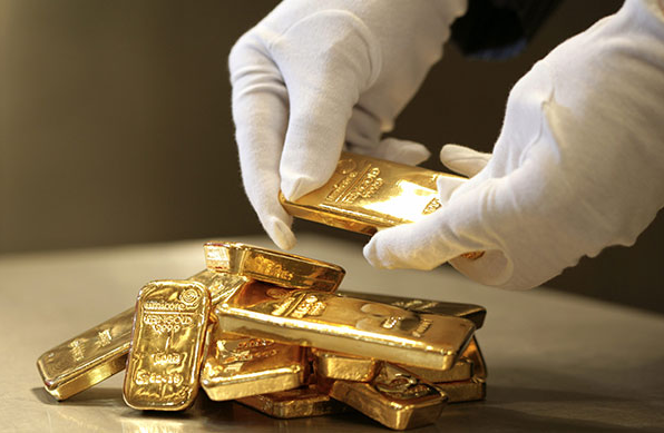 Desperate to Exit Short Positions, Banks Chose a Chinese Holiday to Slam Gold Prices