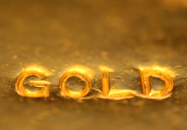 the next market crash will not pull gold prices down here s why